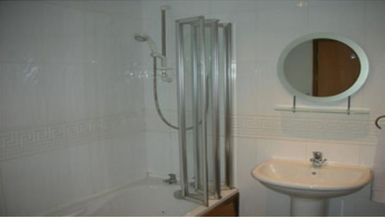 Well equipped bathroom in Trafalgar Warehouse Apartments