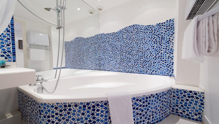 Bath at Residence Le Quai des Princes