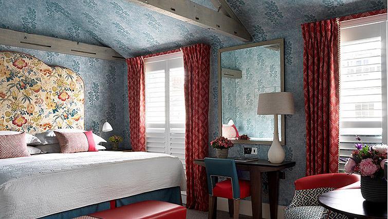 Beautiful bedroom in Westminster