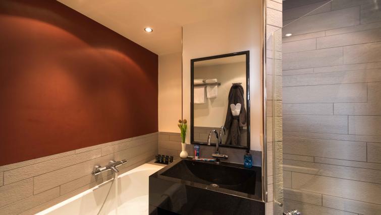 Full bathroom at Htel Amsterdam Buitenveldert