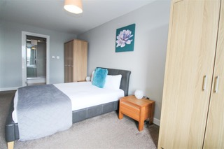 Double bed at Ingram Apartments, Merchant City, Glasgow