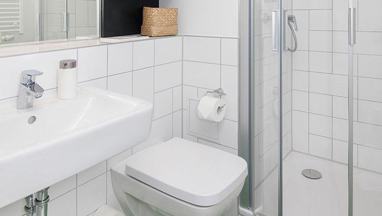 Studio bathroom at Smartments Berlin Prenzlauer Berg