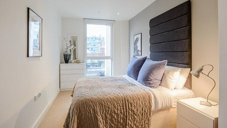 Double bed at Victoria Street Apartments