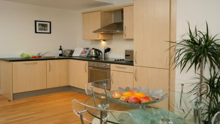 Well equipped kitchen in Hamilton Court Apartments