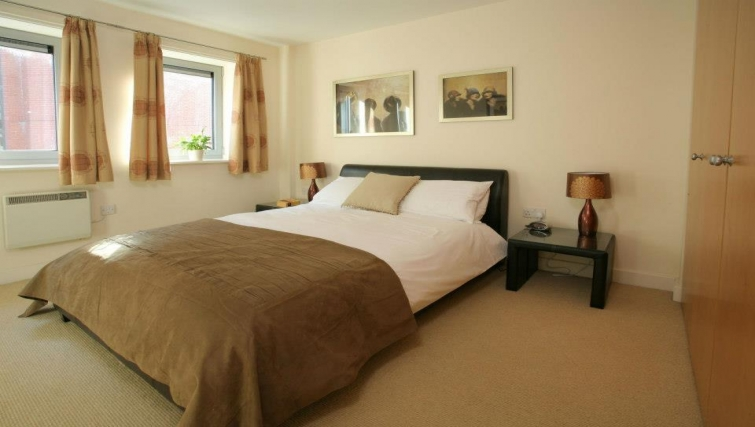 Cosy bedroom in Hamilton Court Apartments