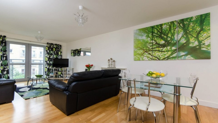 Scenic living area in Hamilton Court Apartments