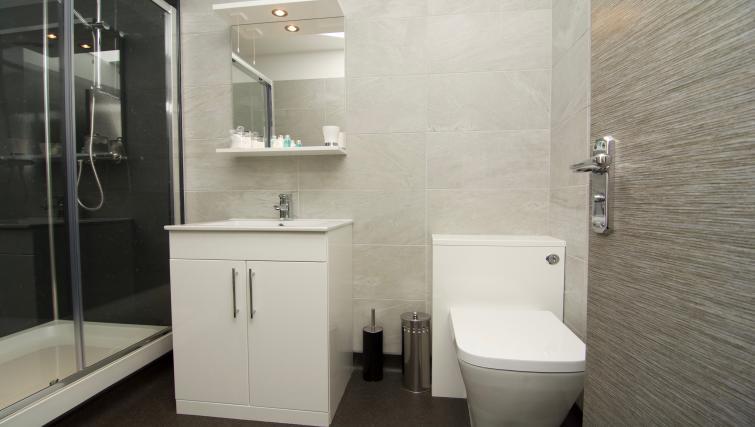 Carlingford Serviced Apartment - Harrogate - SilverDoor