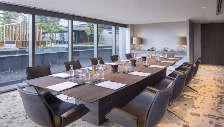 Boardroom at Oakwood Premier OUE Apartments