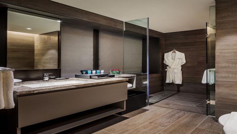 Ideal bathroom at Oakwood Premier OUE Apartments, Singapore