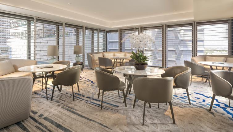 Guests' lounge at Oakwood Premier OUE Apartments, Singapore