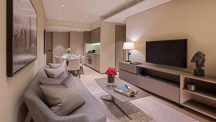 Open plan living area at Oakwood Premier OUE Apartments, Singapore