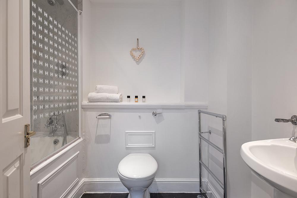 Clean bathroom at Creechurch Lane